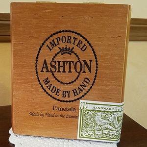 Ashton Panetela cigar box
